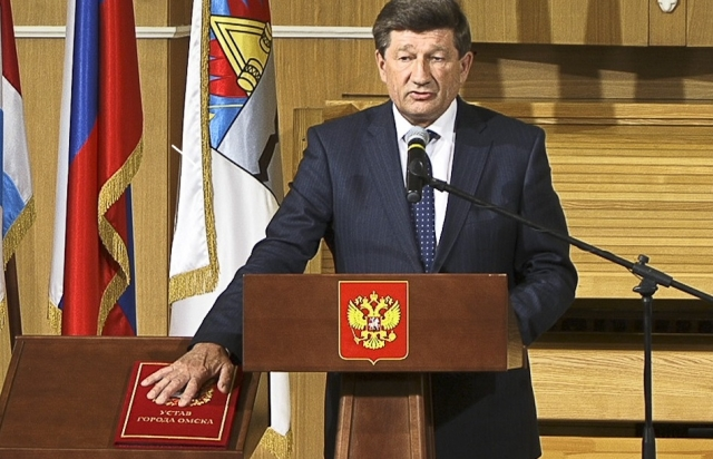 Как «отжигает» бывший мэр Омска, которого Путин назвал «поросёнком»