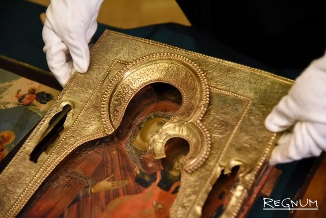УФСБ России по Санкт-Петербургу и Ленинградской области передало в Русский музей иконы, которые были изъятых у контрабандистов сотрудниками органов безопасности