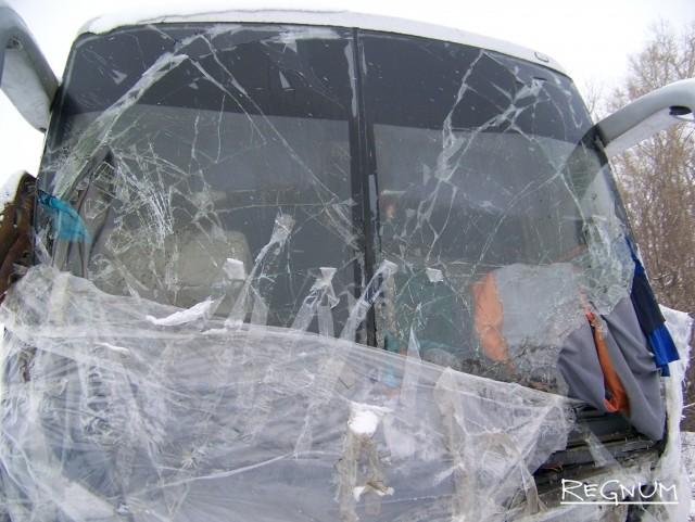 Водители неделю жили в разбитом автобусе, пострадавшем в ДТП на Алтае