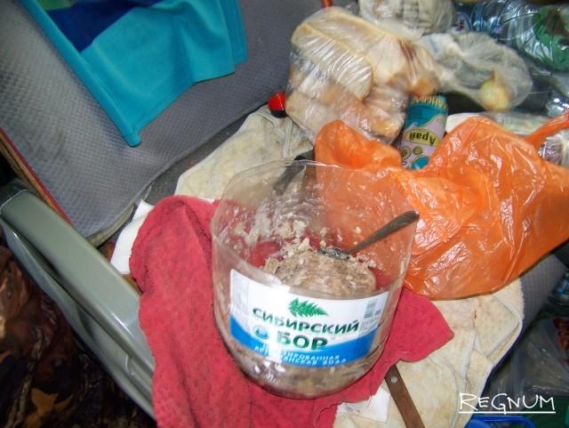 Еда шоферов автобуса «Усть-Каменогорск — Новосибирск», пострадавшего в страшном ДТП на Алтае