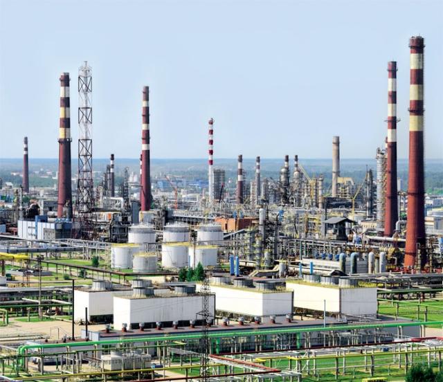Цены на бензин в России: подтянется ли розница за оптом?