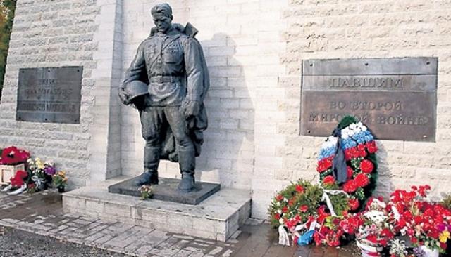Памятник советским воинам-освободителям Таллина «Бронзовый солдат»