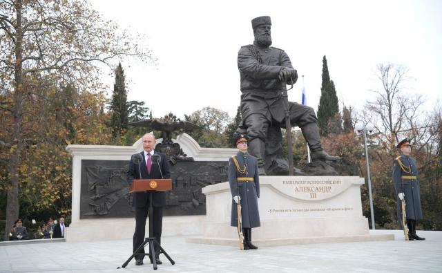 Президент РФ открыл в Ялте памятник Александру III