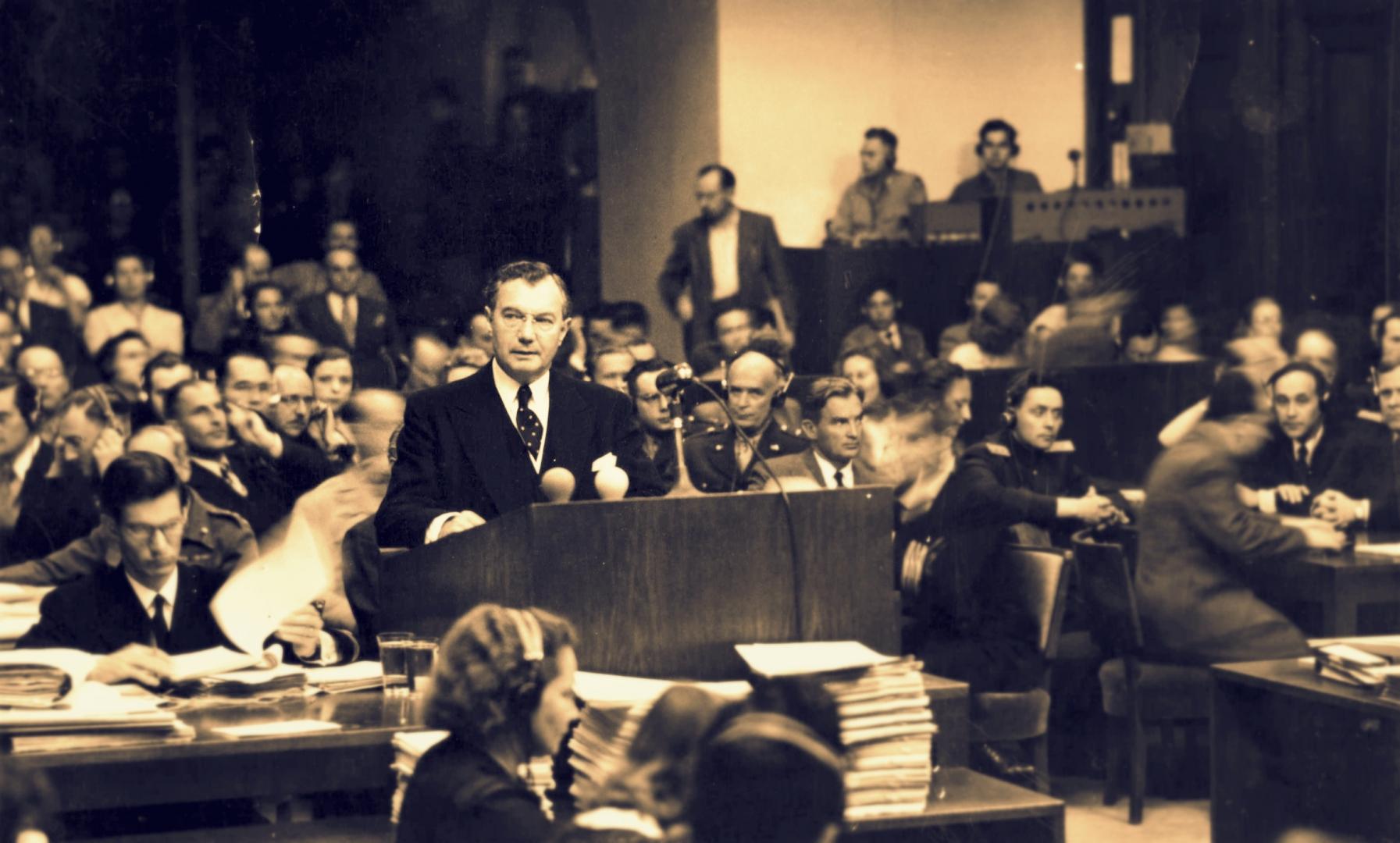Судья Верховного суда США Роберт Х. Джексон  — главный обвинитель от Штатов. Нюрнбергский процесс 21 ноября 1945 г