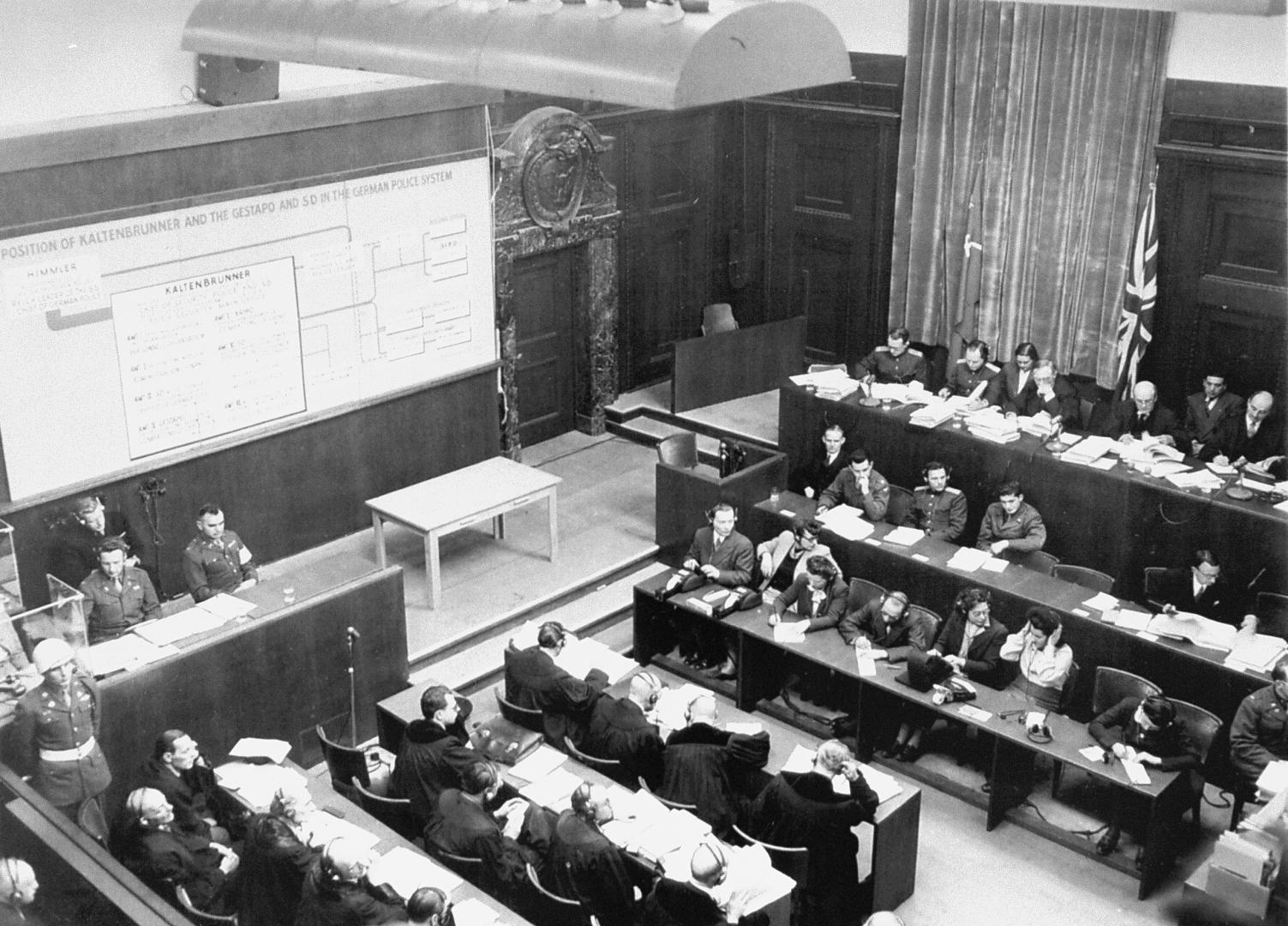 Рассмотрение роли Эрнста Кальтенбруннера в органах управления гитлеровской Германии, 28 декабря 1945 года. Фотограф — Раймонд Д'Аддарио
