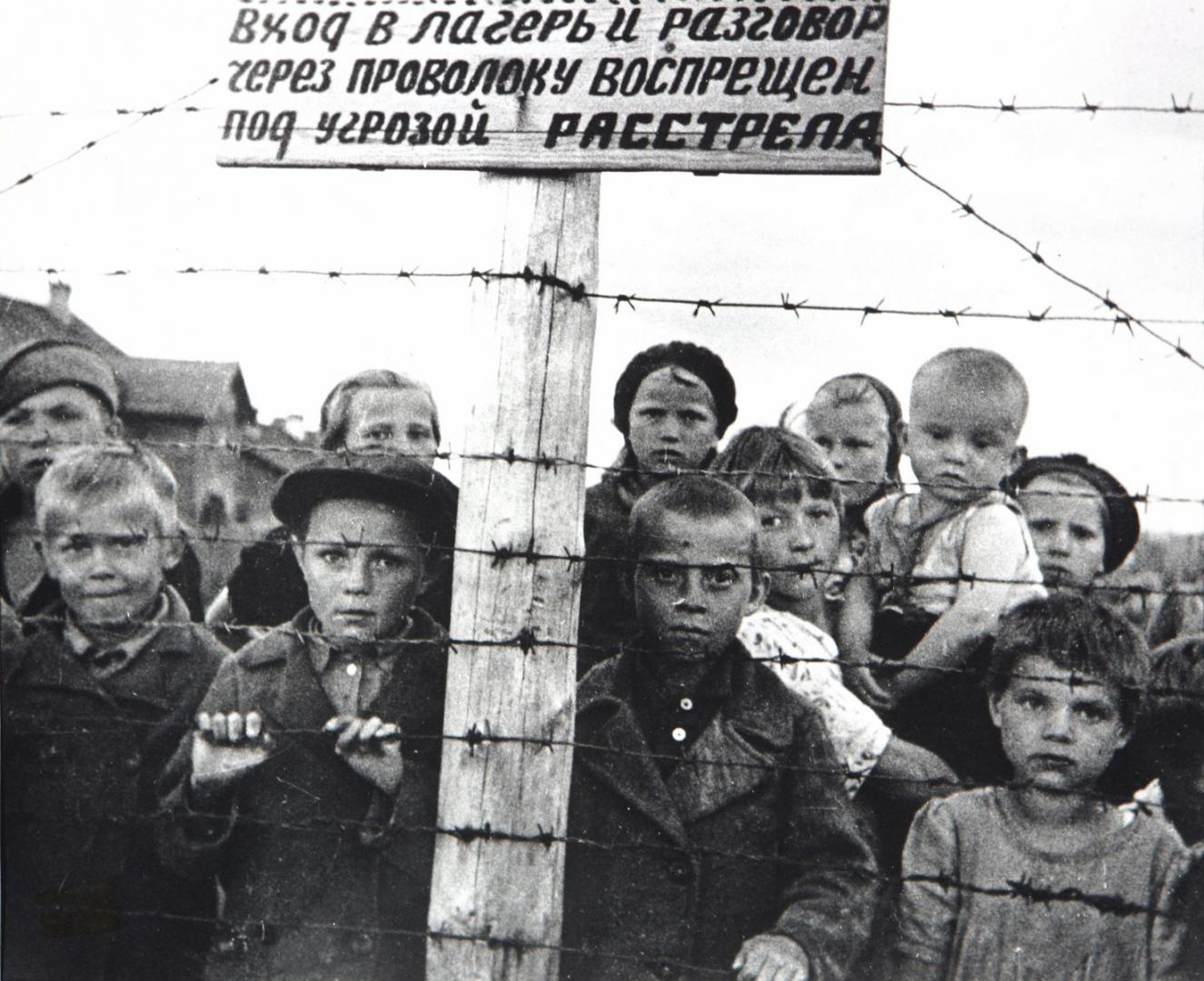 Советские дети-узники 6-го финского концлагеря в Петрозаводске, июль 1944 года