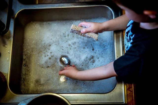 Ученые доказали, что мытье посуды продлевает жизнь