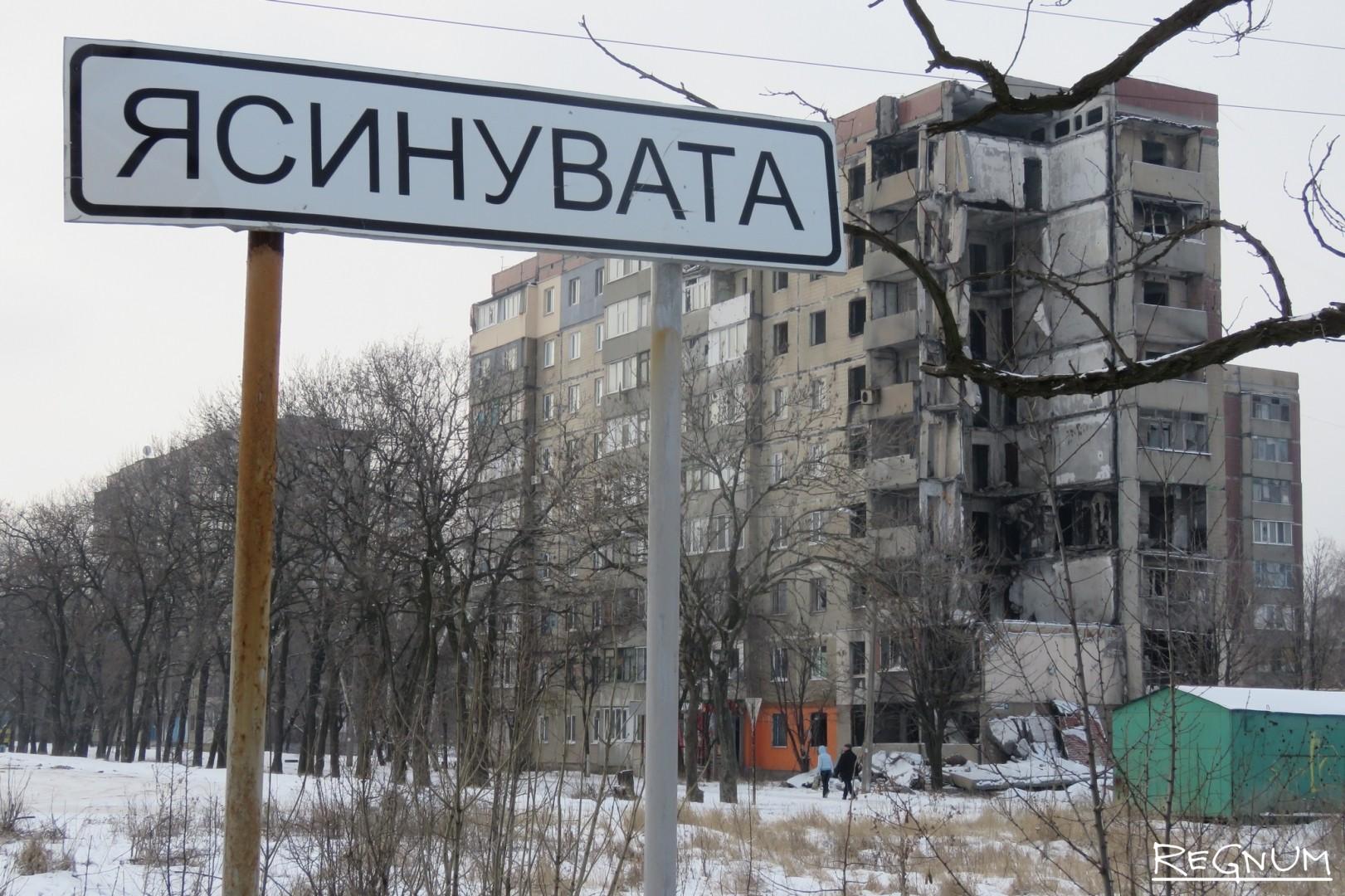 Разрушенные артиллерией жилые дома. Ясиноватая. ДНР. 2016.