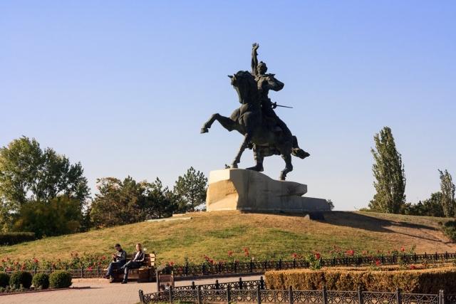 Молдавский национализм Додона: Приднестровье — средство от Румынии и России