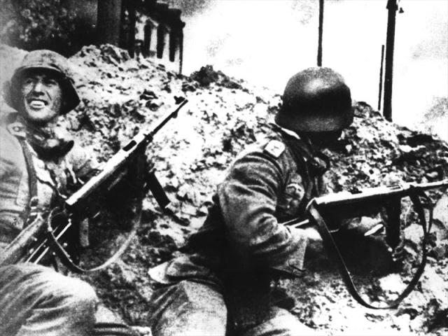 Немцы в районе Сталинградского тракторного завода. 1942 г