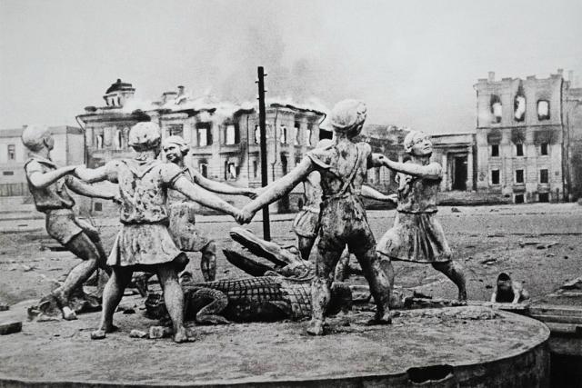 Фонтан «Бармалей» в Сталинграде 23 августа 1942 года
