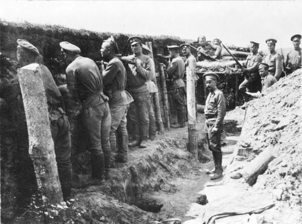 Солдаты в окопах