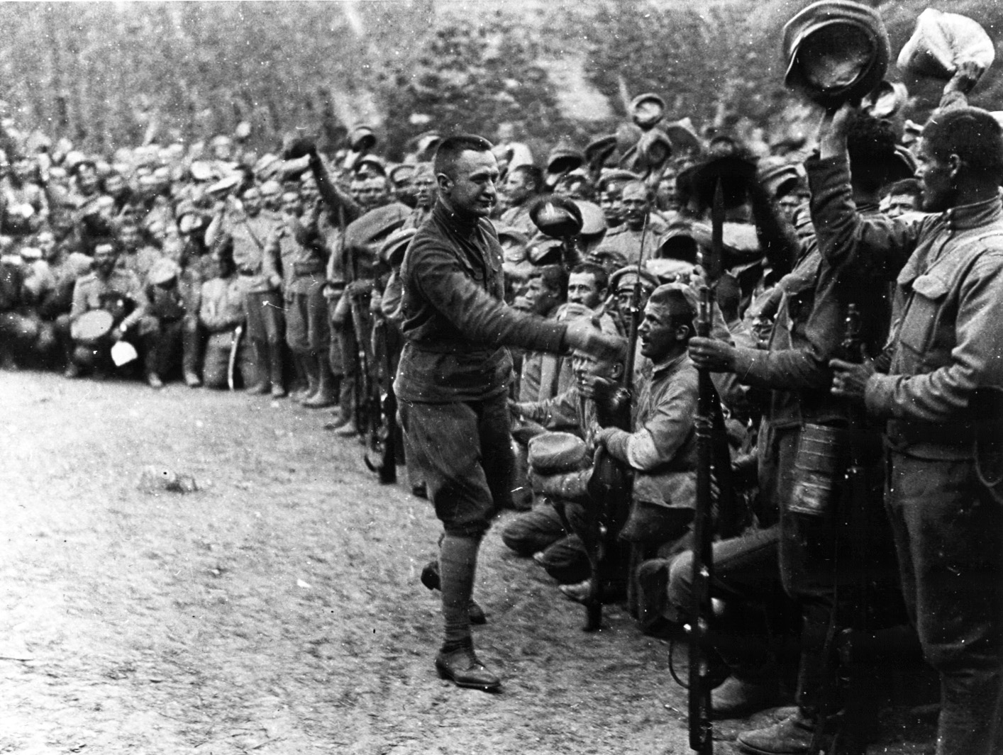 Керенский и солдаты