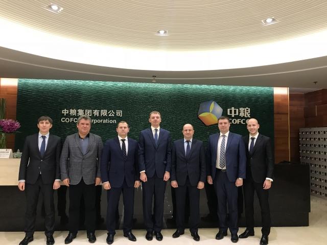 Алтайская делегация и представители государственной компании COFCO — крупнейшего закупщика и импортера сырья и продовольствия в Китай (годовой оборот — более 60 млрд $)