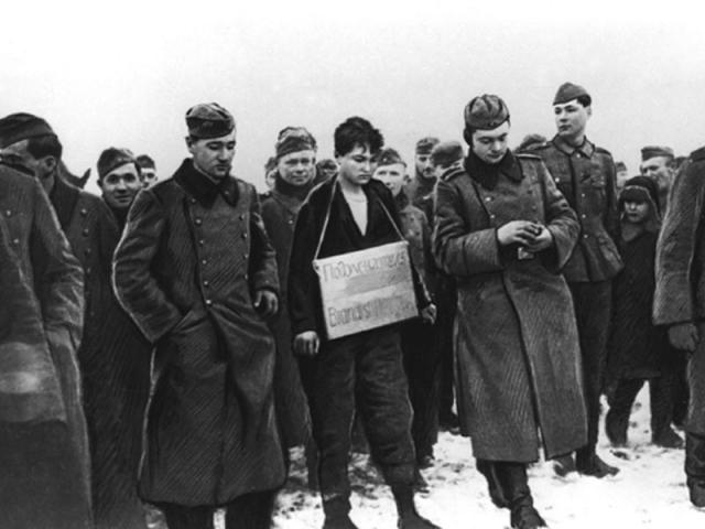 Зоя Космодемьянская перед казнью. 29 ноября 1941 года