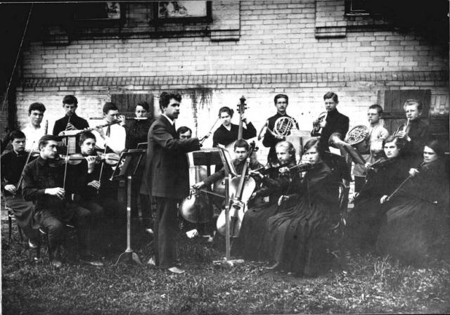 Школьный симфонический оркестр. Село Давлеканово. Советская Башкирия. Вторая половина 1920-х годов