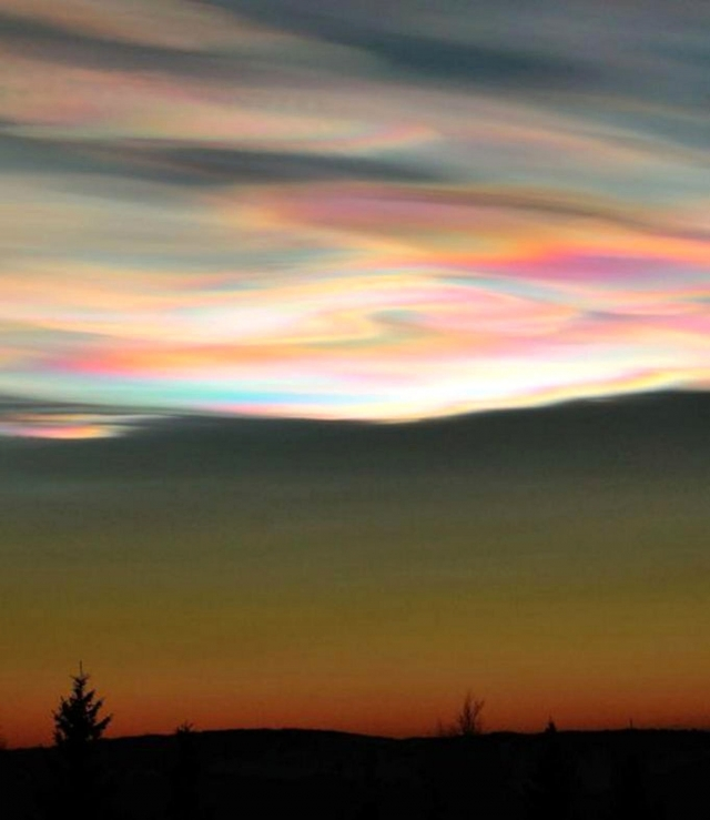 Рис. 10. Полярные стратосферные облака (ПСО) над Норвегией 24.12.2014