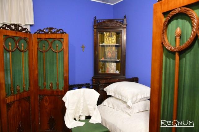 Спальня в усадьбе Островского