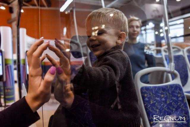 Маленьким пассажирам новый электробус понравился