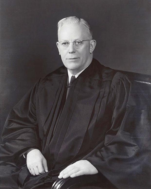 Эрл Уоррен, председатель Верховного суда США, глава комиссии по расследванию убийства Кеннеди