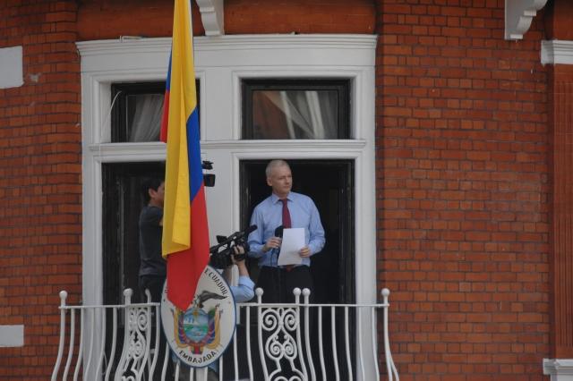 Эквадор открестился от позиции Ассанжа по Каталонии