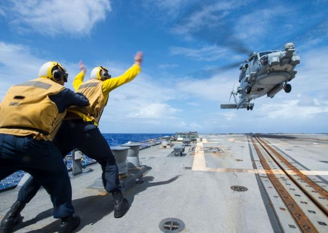 На борту ракетного эсминца класса Arleigh Burke USS McCampbell