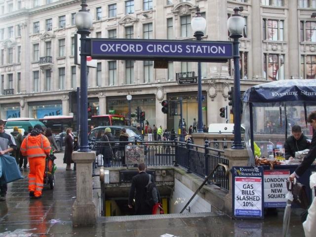 На одной из станций лондонского метро проходит эвакуация людей