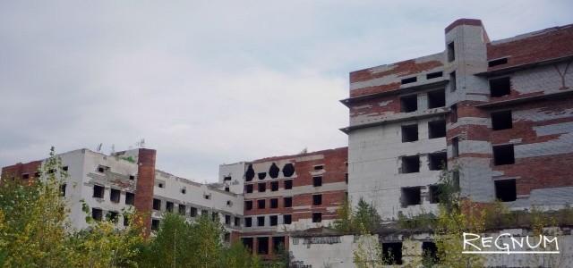 20 лет без СССР. Недостроенный брошенный больничный комплекс. . Россия