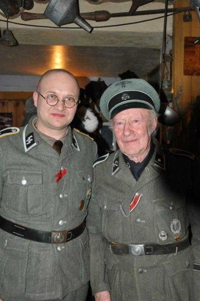 Калининградский чиновник Санкин (слева) с эстонским эсэсовцем