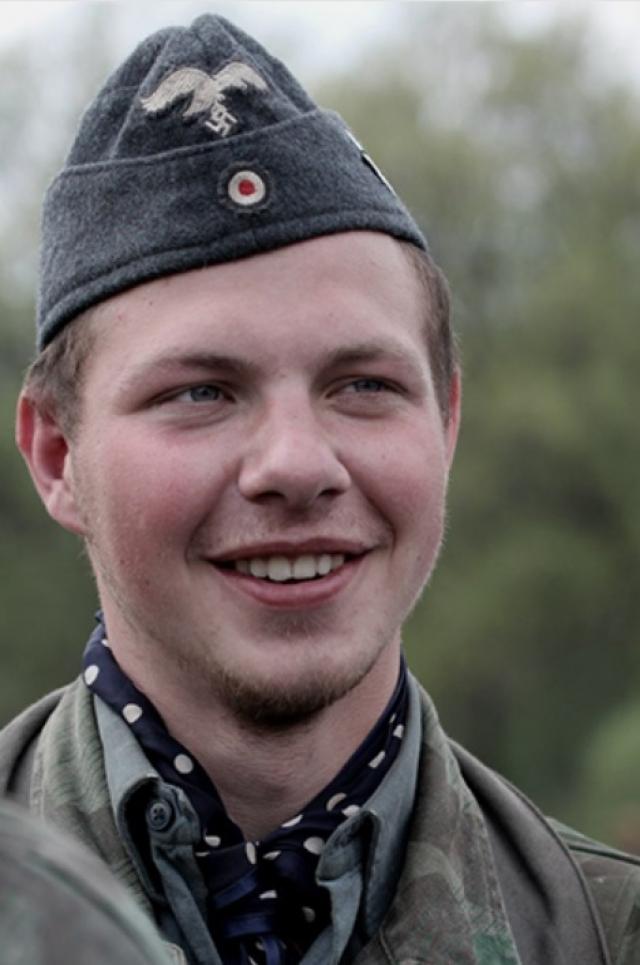 Учитель истории Павел Коршунов из Калининграда со свастикой