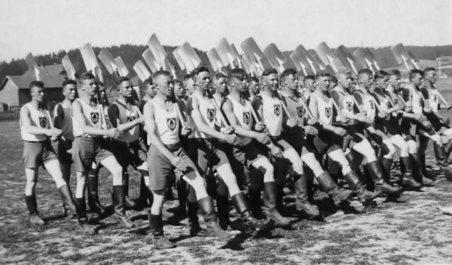 Солдаты Государственной службы труда (RAD). около 1940 года