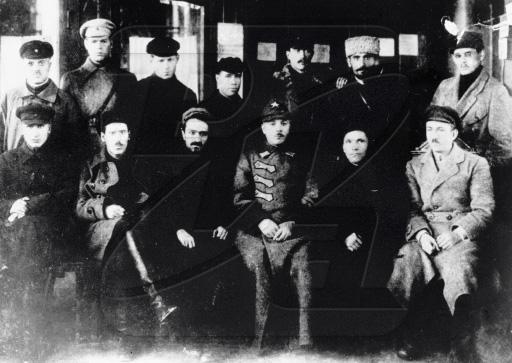 Киров, Ворошилов и Микоян в группе комсомольцев города Баку. 1923 г