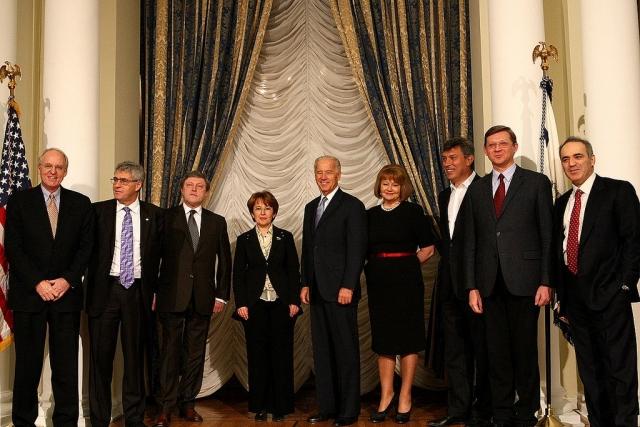 Российская оппозиция на приеме в американском посольстве. 2011