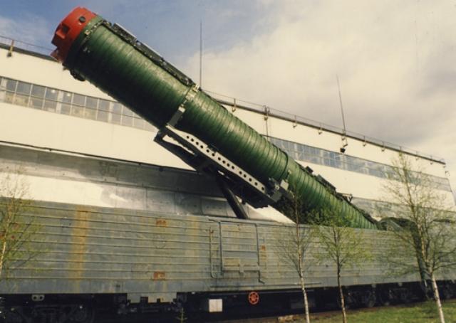 БЖРК с ракетой РС-22
