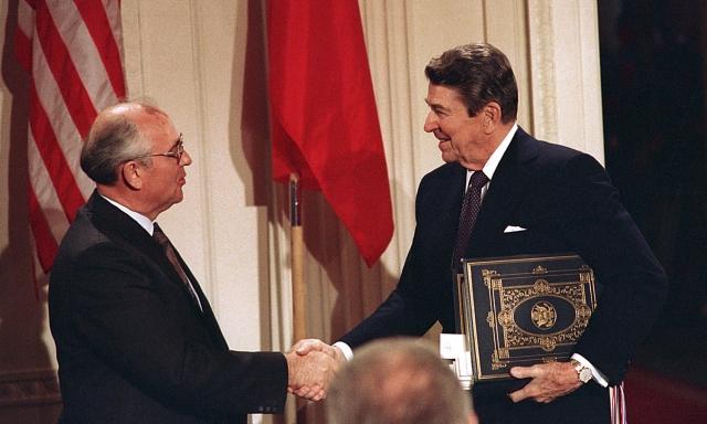 После подписания Договора о ликвидации ракет средней и меньшей дальности. Вашингтон, 8 декабря 1987 года