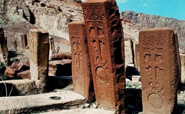 Уничтоженные ныне крест-камни Старой Джуги