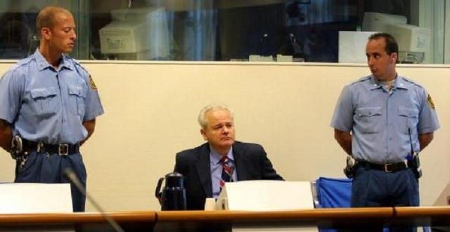 Слободан Милошевич в качестве обвиняемого в Международном трибунале по бывшей Югославии.1993 г