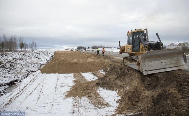 Деньги кончились: на объездной вокруг Пскова остановили строительство моста