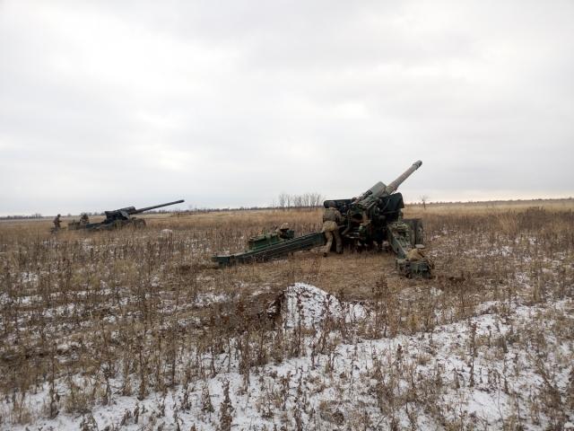Украинская артиллерия 56 раз атаковала позиции войск ДНР и ЛНР