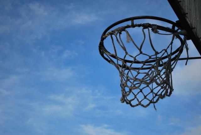 В саду Калужской области на ребёнка упал столб с баскетбольным щитком