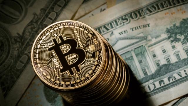 Курс биткоина преодолел рекордные $18 тысяч