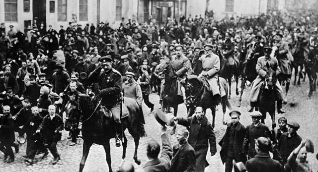 В Грузии ввели военное положение в связи с готовящимся переворотом