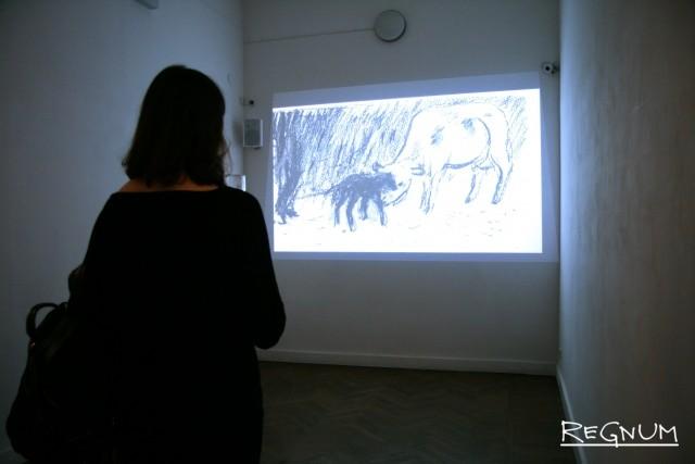 На открытии выставки. За просмотром мультфильма Ханнериины Мойссейнен