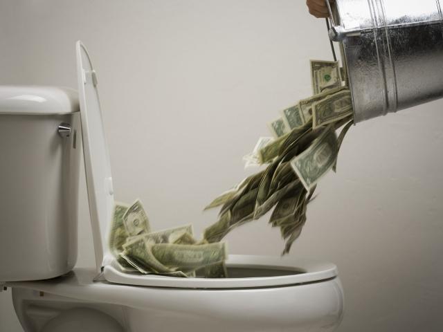 Деньги в унитаз