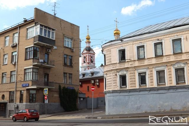 Москва. Смешение времен и стилей на Яузском бульваре