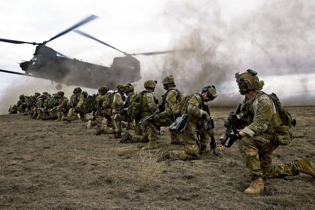 Американские солдаты в точке эвакуации