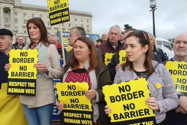 Sinn Féin (левая ирландская республиканская политическая партия, действующая как в Ирландии, так и в Северной Ирландии) протестует против жесткой границы в Ирландии