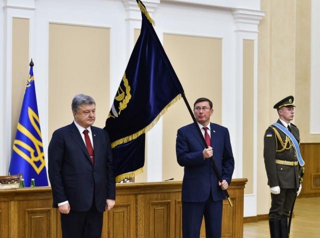 «Недостойно выносить наружу»: Луценко признал противоречия с Порошенко