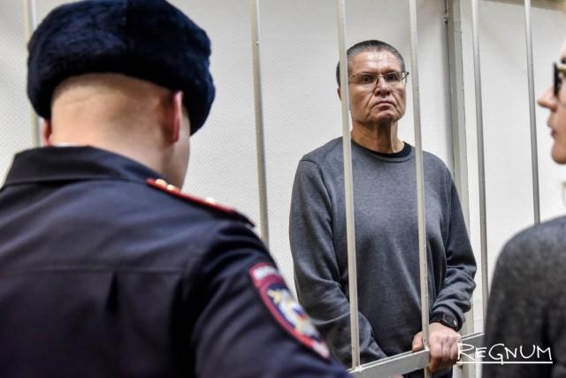 Алексей Улюкаев в камере слушает приговор суда
