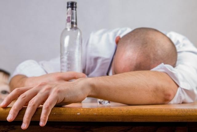 Минздрав Литвы всех жителей подозревает в алкоголизме